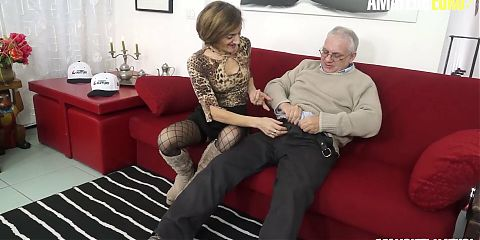 SCAMBISTI MATURI - Italian Granny Lulu Visconti Tries Anal